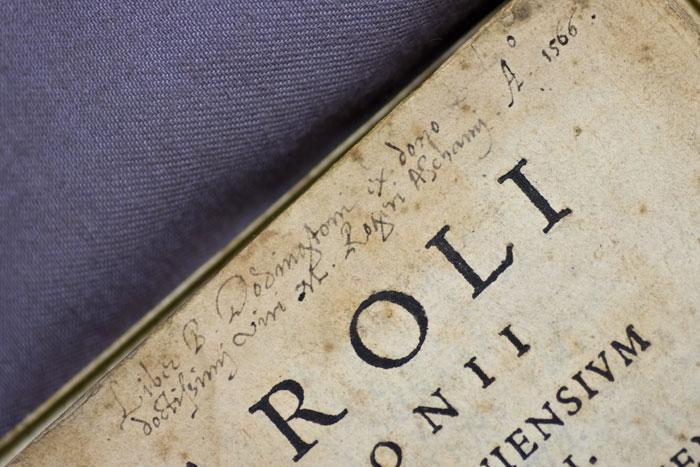 """Caroli Sigoni"" - given to Roger Ascham by B. Dodington in 1566"