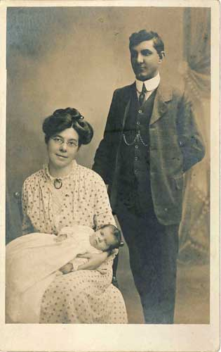 Photograph of Mabel, Ben and Fred Hoyle in 1915