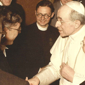 Hoyle meeting the Pope at a scientific meeting in Rome in 1957. Hoyle photographs.