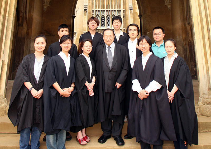 Louis Cha with members of the Faculty of Asian and Middle Eastern Studies